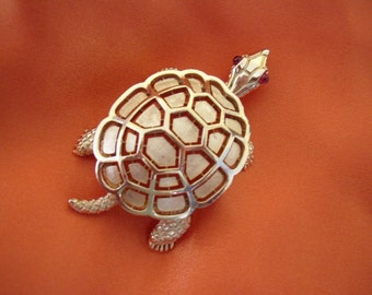 TRIFARI Crown - Turtle brooch open work two layer shell gilded metal 1960s-1970s
