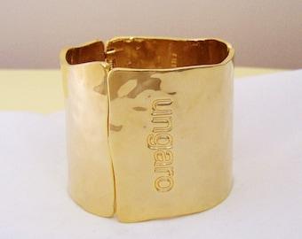 EMANUEL UNGARO - Hinged cuff bracelet gilded metal hammered look signed
