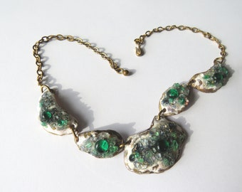 LIMOGES – French necklace handmade with embossing enamel and emerald green glass cabochons modernist style