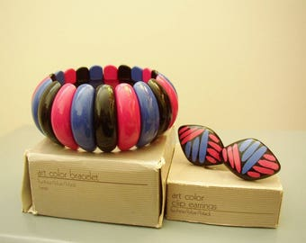 AVON – Set «Art Color» large stretch bracelet and clip on earrings in orginal boxes 1986