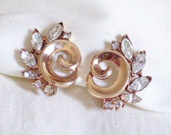 TRIFARI Alfred Philippe – Clip on earrings swirl shape set with clear crystals Patent Pending 1950