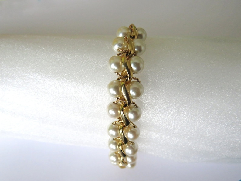 NAPIER  Bracelet gilded metal links intertwined with faux image 0