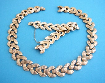 """TRIFARI Alfred Philippe – Set """"Goldenbraid"""" articulated metal gold wash necklace and bracelet Pat. Pending 1948"""