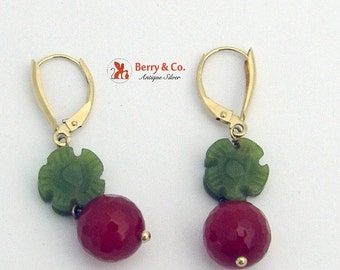 SaLe! sALe! Vintage Berry Earrings 14 K Gold Carved Agate Red Green