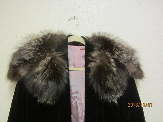 Fox Fur and Velvet Swing Coat/Velvet Fox Fur Colla