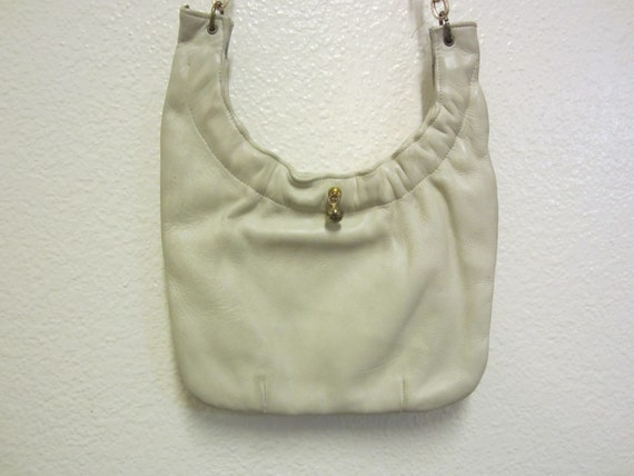 Leather Bucket Style Purse/Textured Chain Link Sho