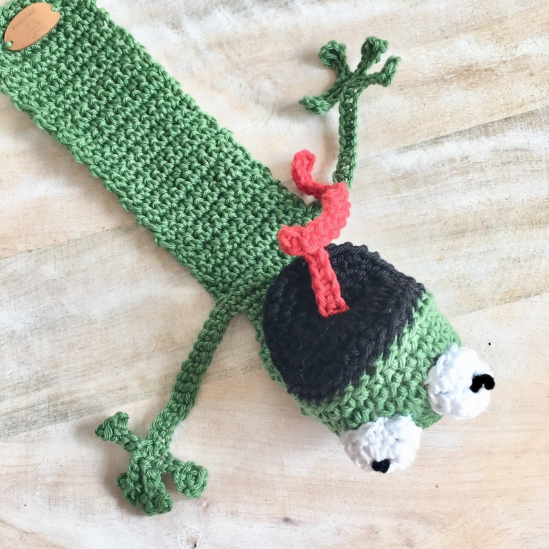 Funny book Frog bookmarks crochet image 0
