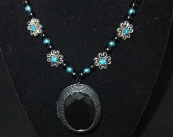 Black & Blue Locket Pearl Necklace
