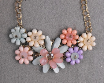 Vintage 1950's Plastic Flower Choker Necklace