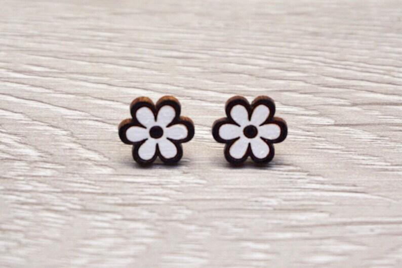 Daisy Earrings  Daisy Stud Earrings  Flower Earrings  image 0