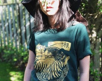 Lazy Cat gold ink on Green shirt_cat_horsefiddlepress_screenprinting_tshirt_tee_fashion_catlover_calligraphy_chinese_japanese_printmaking