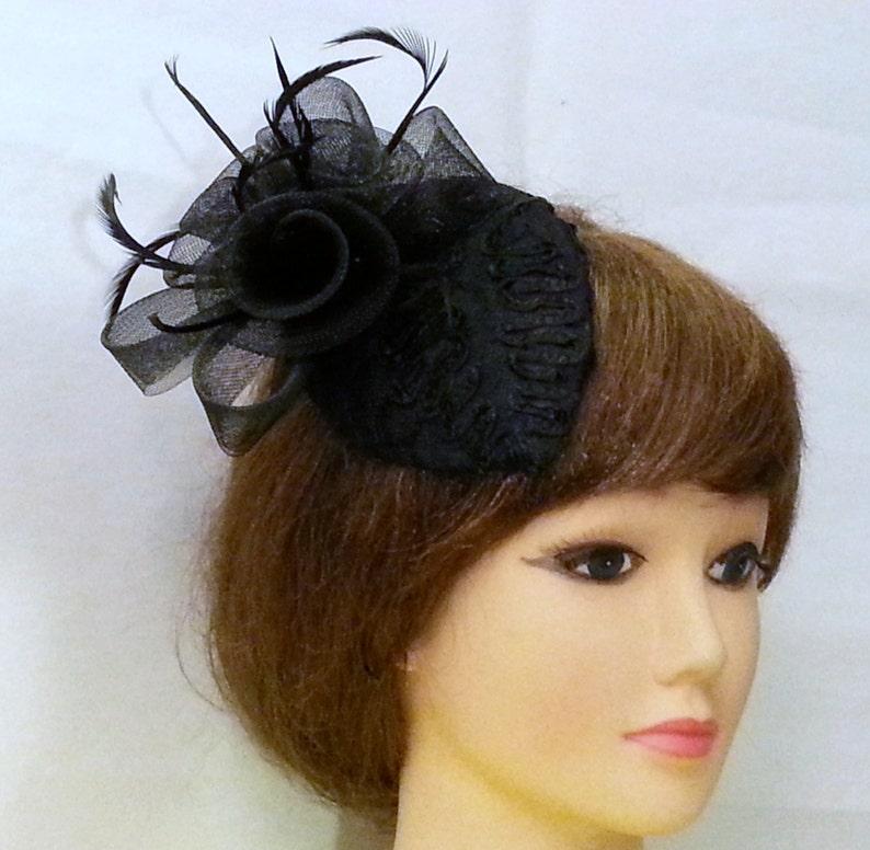 Wedding  fascinator Hair piece mini birdcage veil 2 in1 hair accessory Vintage 40/'s 50/'s  Teardrop hat Black Feather fascinator