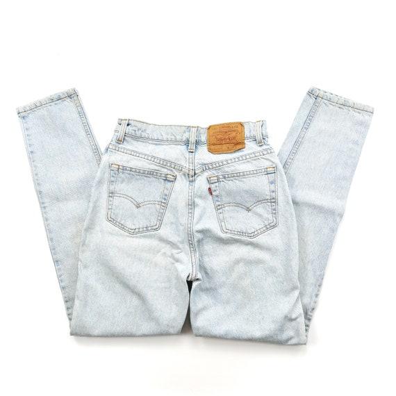 Vintage 512 Levis Light Wash High Waisted Jeans //