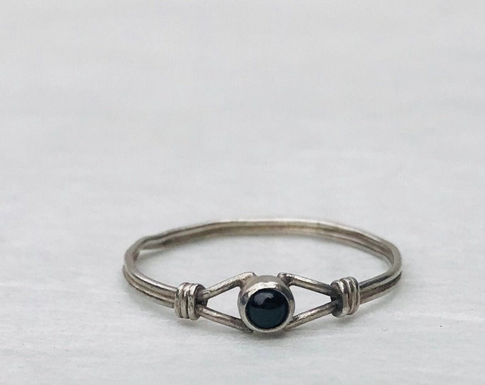 Vintage Silver Wire Solitaire Ring with Dark or Black Stone, Medium