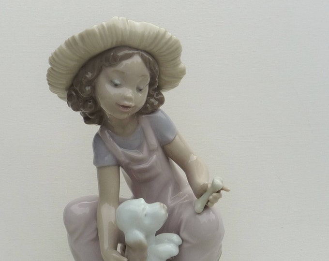LLadro Friends Forever Girl with Puppy Figurine, 06680 Retired, Boxed