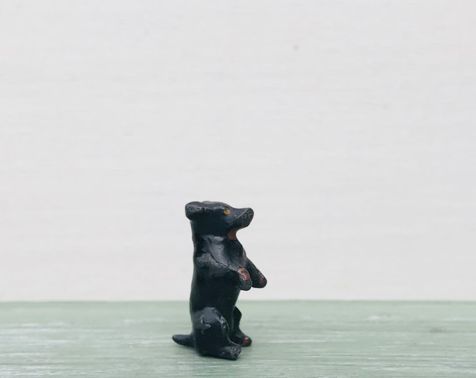 Miniature Lead Begging Dog Ornament or Dolls House Pet, Britains Era