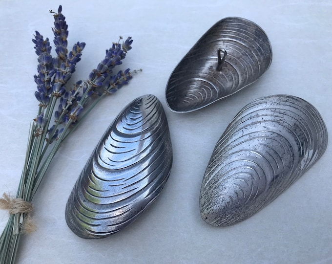 "Silver Plated Metal Mussel Shell Buttons, Large 3"" Fasteners"
