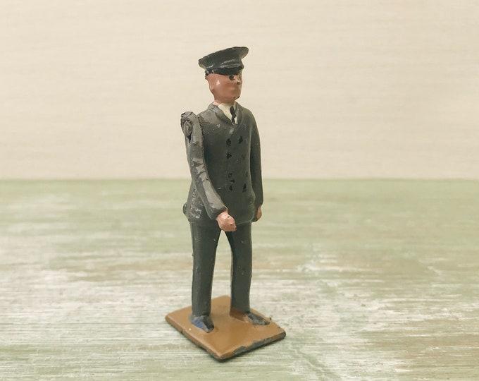 Britains Lead Zoo Keeper 931 Shorter, Vintage Miniature Civilian Man