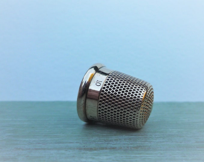 Vintage 9 carat Gold Thimble, Vintage Sewing Collectable, Initialled
