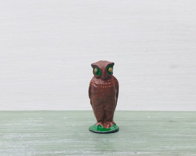 Vintage Miniature owl, Britains Era Hollow Cast Lead Metal Figurine