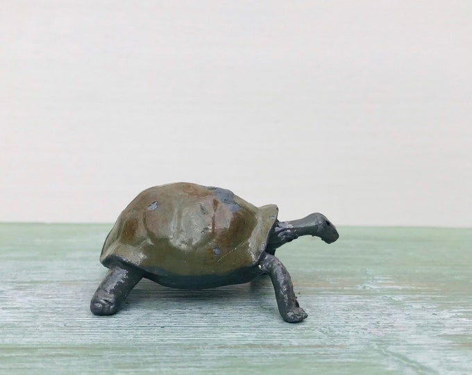 Vintage Britains Lead Tortoise, Zoo Animal Series 947 , Dollhouse Pet