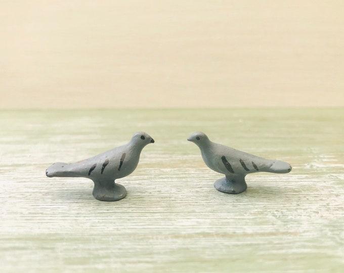 John Hill & Co Miniature Lead Pigeons, Britains Era Farm Garden Birds