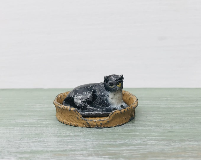 Barrett & Sons Miniature Cat and Basket, Britain's Era Lead Pet Animal