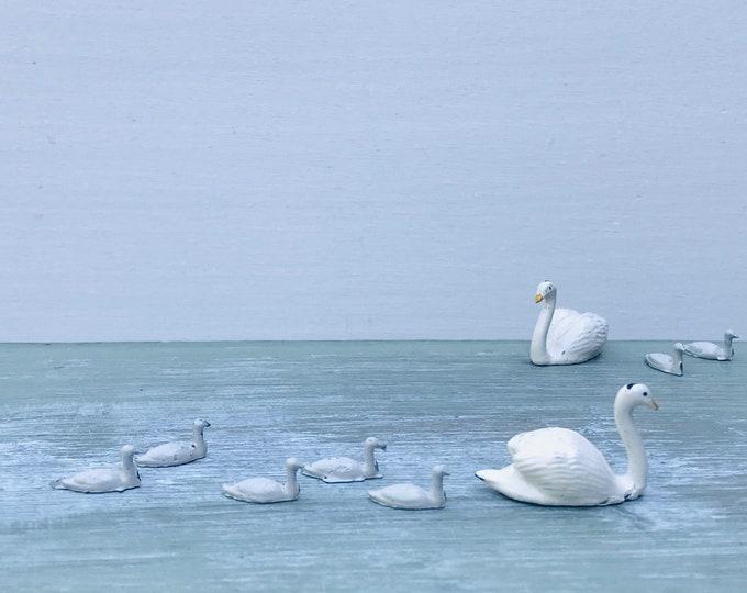 Tiny Vintage Lead Swan & 5 Cygnets, Britain's Miniature Farm Pond Animal Figures 622