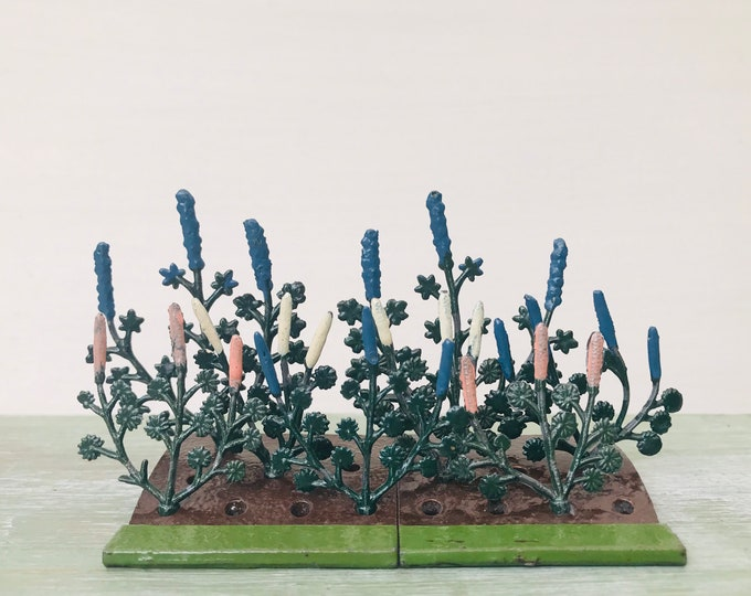 Britains Lead Miniature Gardening Summer Flowerbeds Lupin & Delphinium