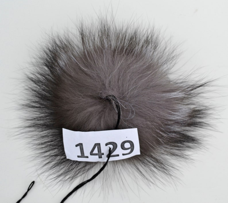 b48fa1702a450 7 LARGE SILVER Fox Pompom Fur Pom Pom Fur Pom-Pom