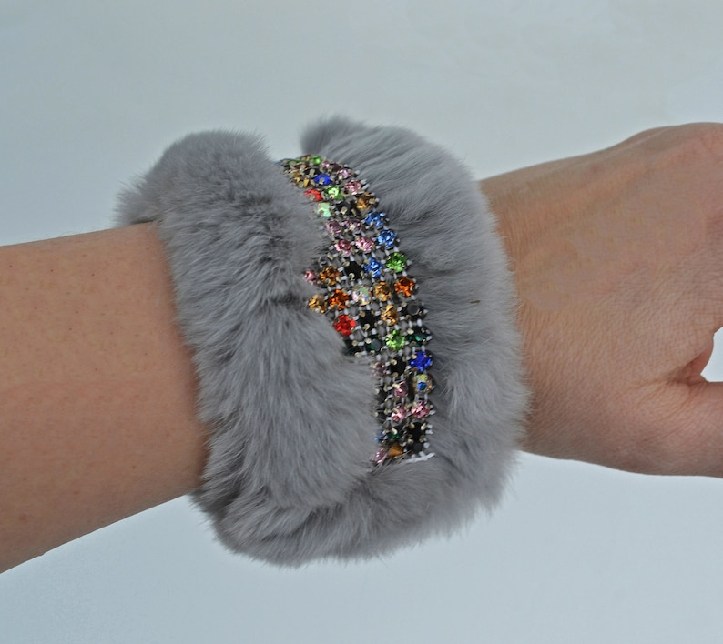 Beautiful Real Rabbit Fur Handmade Women Girl Lady Bracelet with Shiny Crystal Beads Leather Wrist Ring Cuff Gray Beige Fur Accessories
