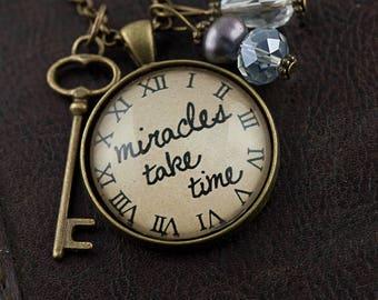 Vintage, Bronze, collier «Miracles prennent le temps»
