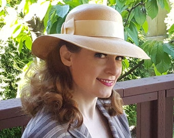 146e8acb5c8e87 Sweet & Simple Yellow Straw Hat with Bow, 1960s