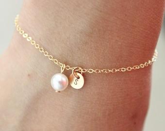 Initial bracelet, personalized pearl bracelet, bridesmaid gift, letter bracelet , dainty gold bracelet, child bracelet, flower girl gift