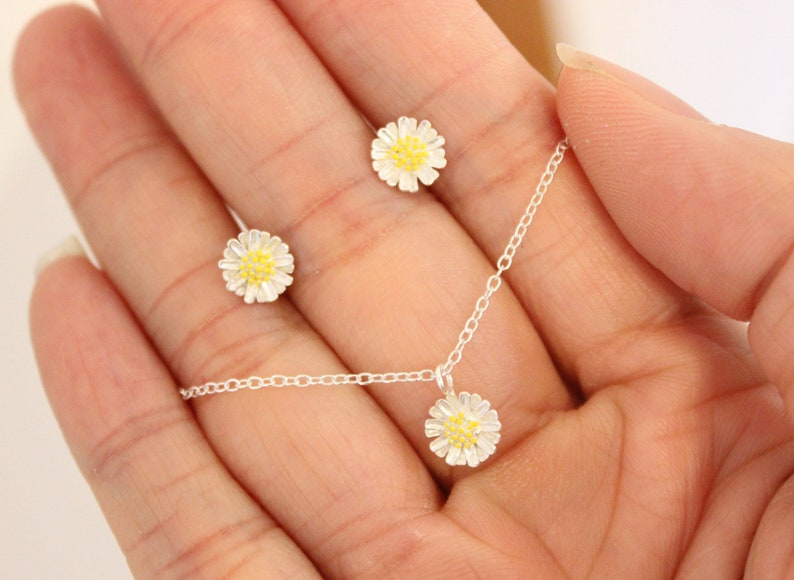 Sterling silver Daisy Anklet Dainty Delicate Anklet Tiny Flower Anklet Gift for her Girlfriend Minimalist Everyday Jewelry Simple anklet