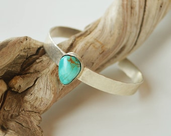Hammered Silver Turquoise Cuff Bracelet/7 mm Sterling Silver Cuff Bracelet /Gemstone Cuff Bracelet/Gift for Her Bracelet/Hand Forged Cuff