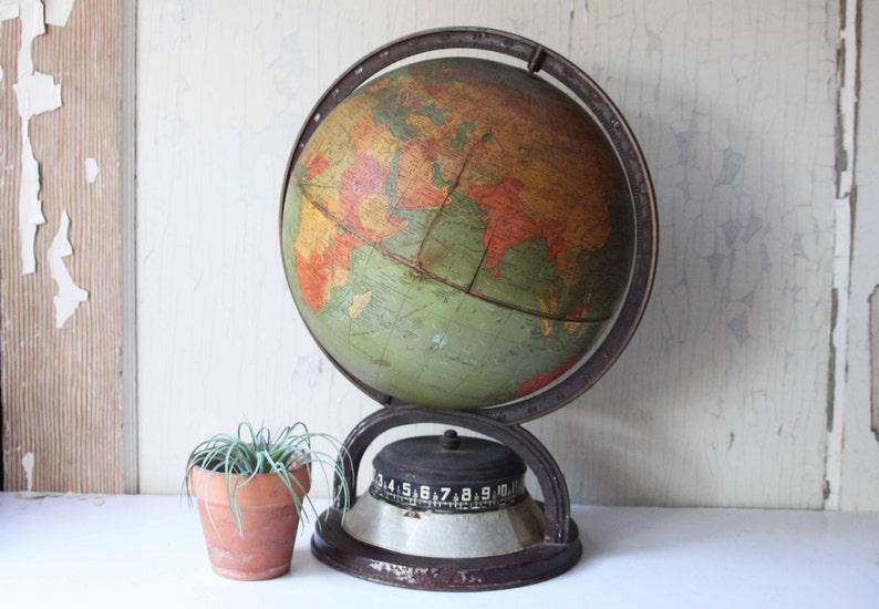 Ein Globus (Mehrzahl: die Globen oder Globusse lateinisch für Kugel) ist in der Kartografie ein.