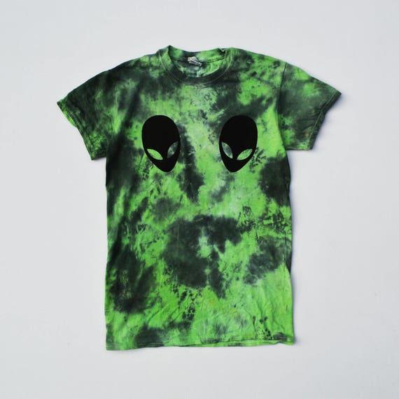 pastell goth gr n schwarz farben tie dye alien titten t shirt etsy. Black Bedroom Furniture Sets. Home Design Ideas