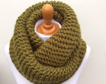 Chunky Knit infinity scarf in Cilantro color, Soft and Warm Women Scarf, Accessories, Winter