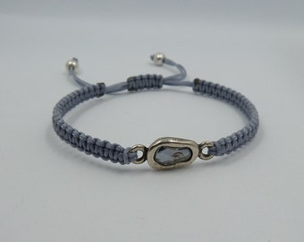 Adjustable bracelet with pewter oval entrepieza with Swarovski stone, blue Shade color