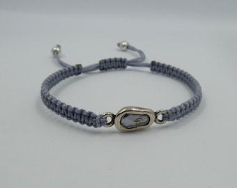 Adjustable bracelet with pewter oval entrepieza with Swarovski stone, blue Shade color
