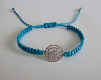 Macrame bracelet with sterling silver flowers