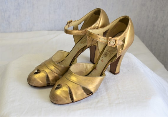 1930s 5 1/2 A Owens & Elmes Gold Metallic Leather