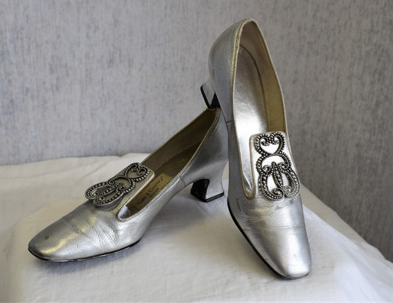 1960s 9 AA Town & Country Pumps Shoes Silver Lame