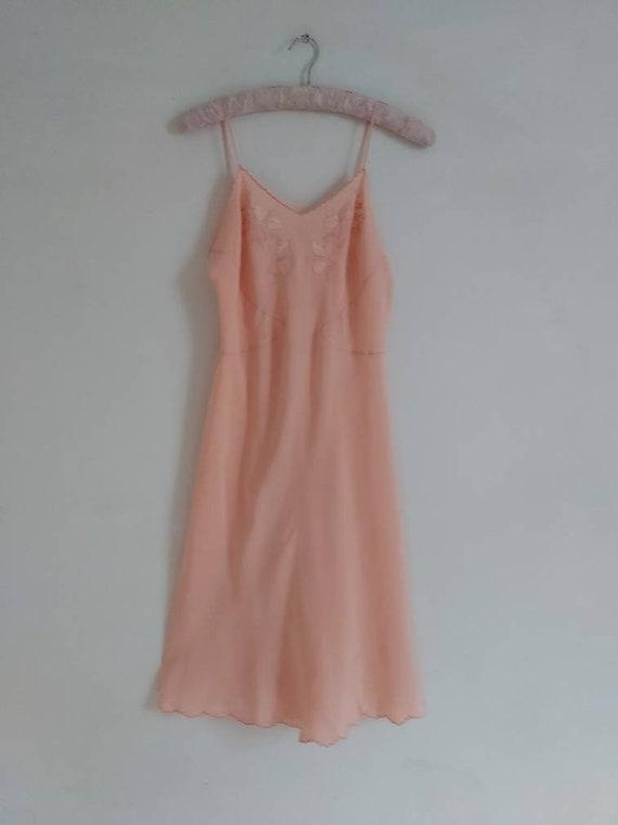 Vintage 30s salmon pink silk slip - image 3
