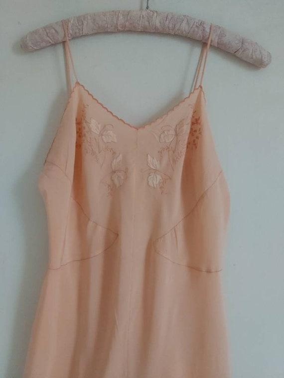 Vintage 30s salmon pink silk slip - image 4