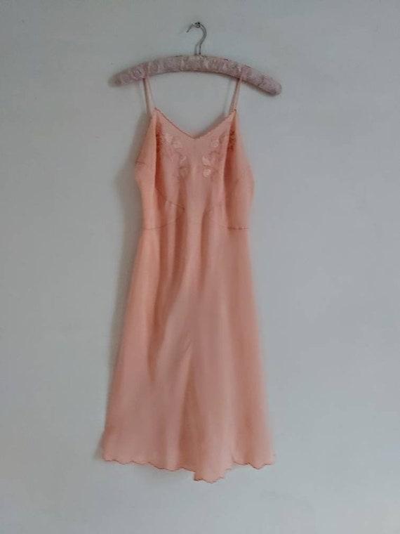 Vintage 30s salmon pink silk slip - image 2