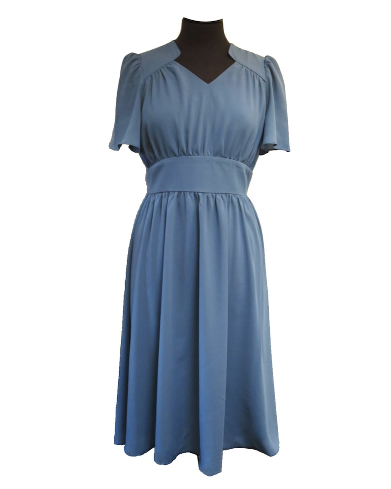1940s Dress Styles Socialite Replica 1940s Vintage Style Powder Blue Starlet Dress $81.62 AT vintagedancer.com