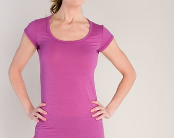 Radiant Orchid Running and Yoga Tee / Scoop Neck Short Sleeve T Shirt by Vielet Performance Merino