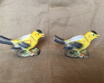 Matching pair of vintage Enesco yellow bird planters